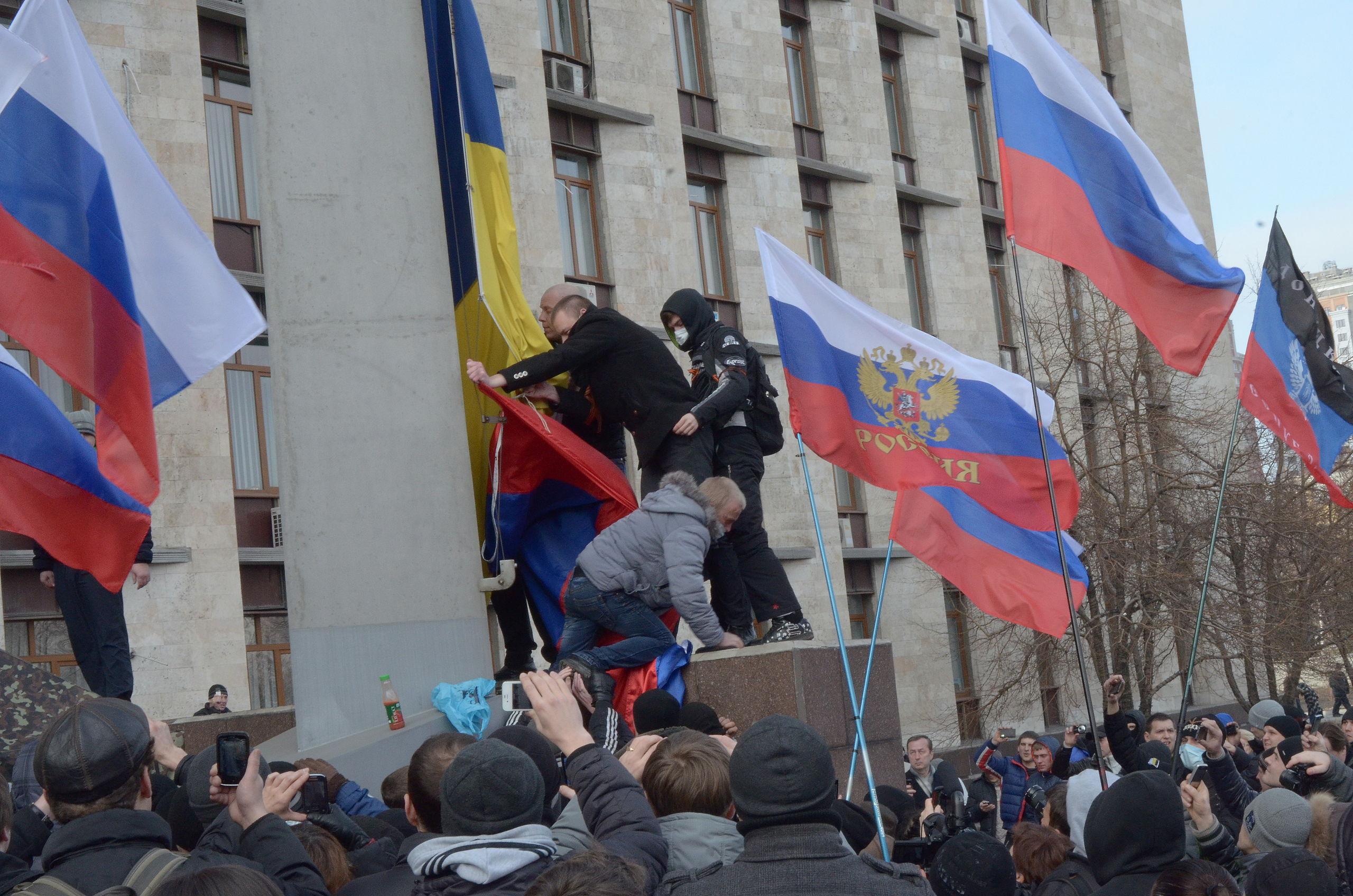 Quadrilha toma cidade / Rússia X Ucrânia  – Boletim 13